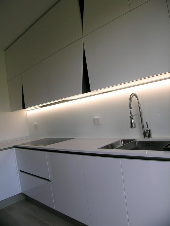 piano bianco cucina